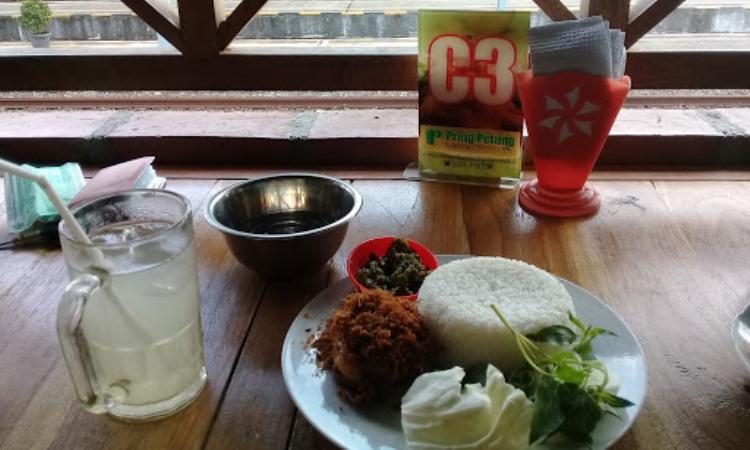 Pring Petung Resto n Café