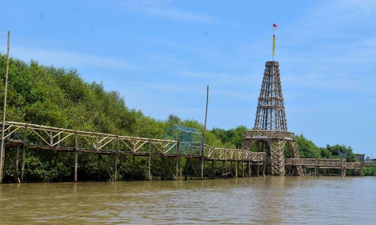 Wisata Hutan Mangrove Jembatan Api Api