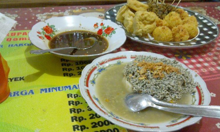 Kupang Kraton Pasuruan Hj. Qomariah