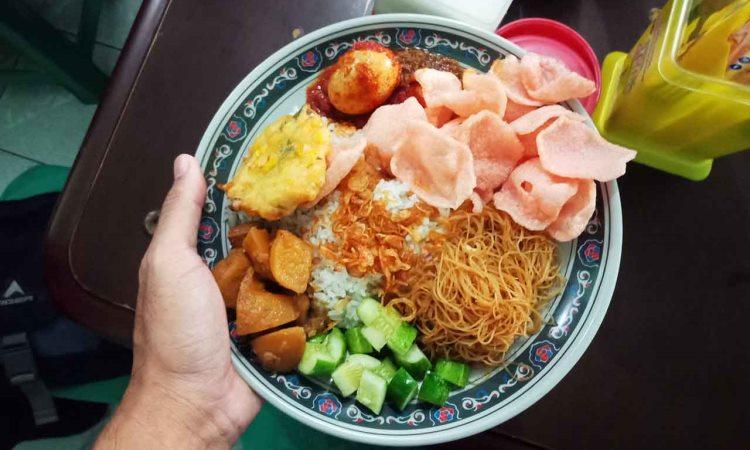 Nasi Uduk Dan Ketupat Sayur Encim Sukaria