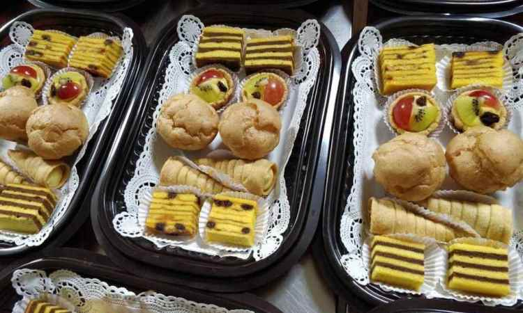 Ananas Cake and Bakery
