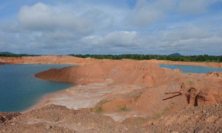 Danau Ampar Red Hill