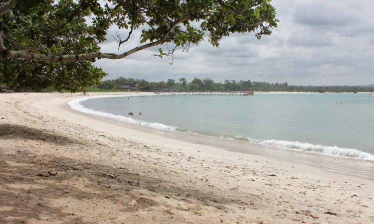 Pantai Embe