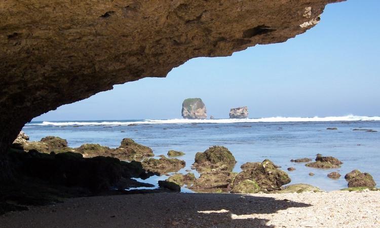 Pantai Karang Purirano