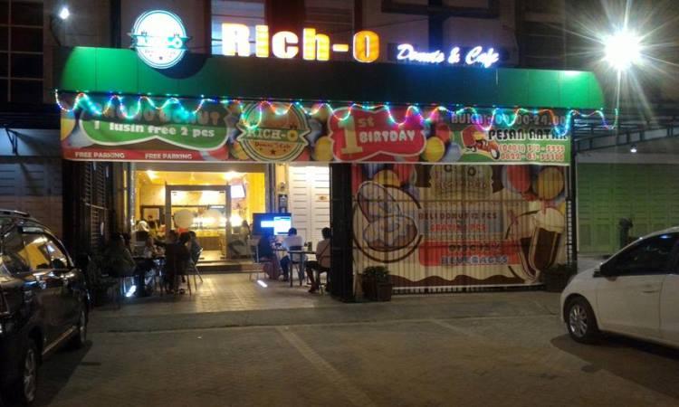 Rich 0 Donuts dan Café