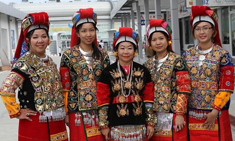 Pakaian Khas Myanmar
