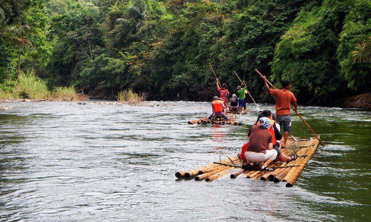 Rafting Bambu di Sungai Amandit