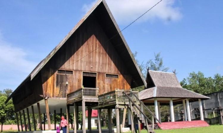 Rumah Adat Suku Dayak Pasir Panjang