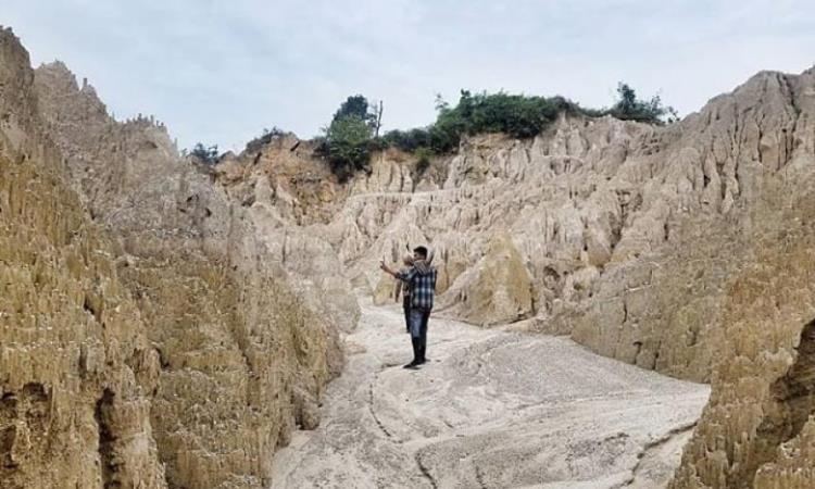 Tebing Karang Tanjung Pasir