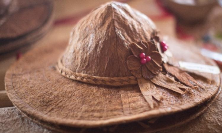 Topi Kulit Kayu Etnik Kalimantan