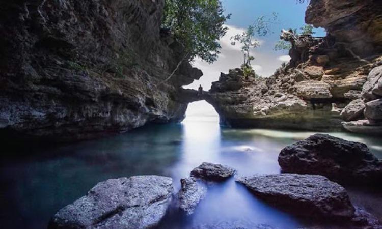 Batu Lubang Liliboi