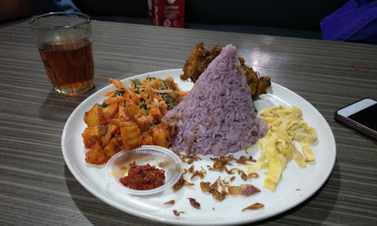 Mamih Ungu Cafe and Resto