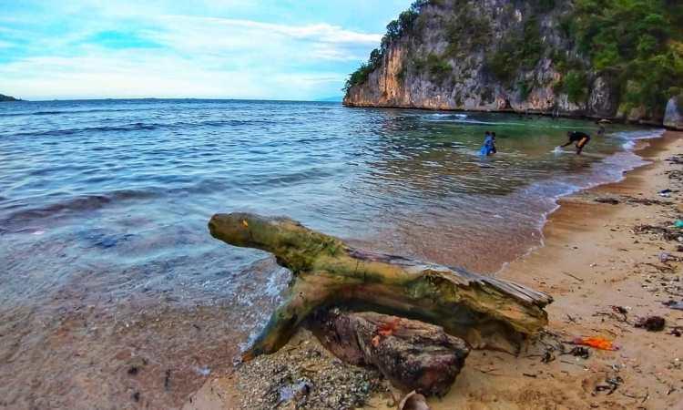 Pantai Yacoba