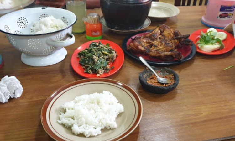 Ayam Panggang Mbok Tiyem