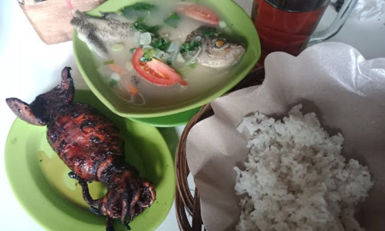 Rumah Makan Lesehan Sop Ikan Neng Jihan
