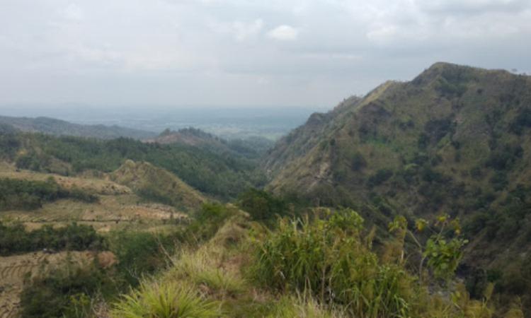 Bukit Isawwa Watukumpul