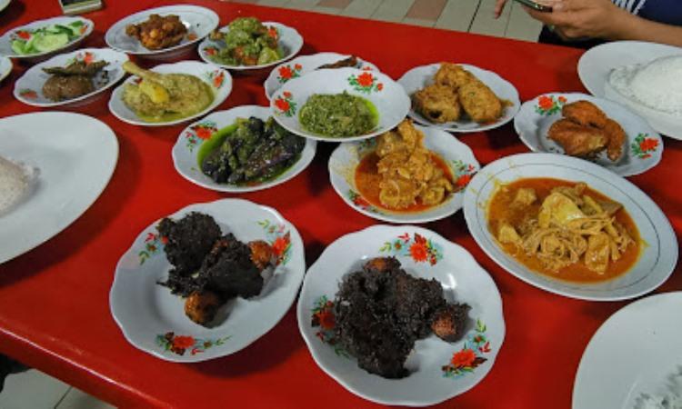 Nasi Padang Lamak Basamo
