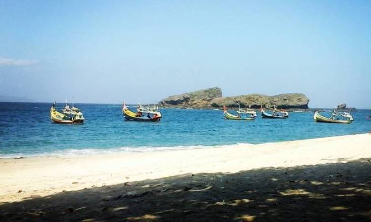 Pantai Pasir Putih Malika