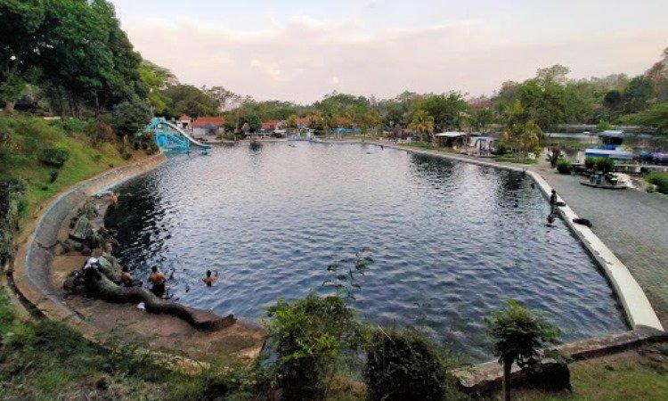 Pemandian Selo Kambang