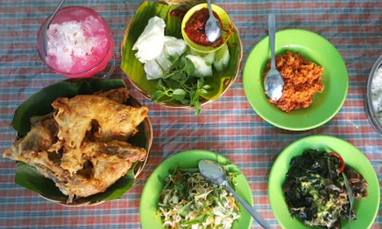 Wisata Kuliner Bu Mayar Cawas