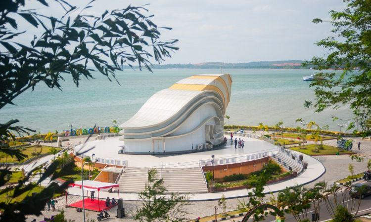 Monumen Gonggong Raksasa