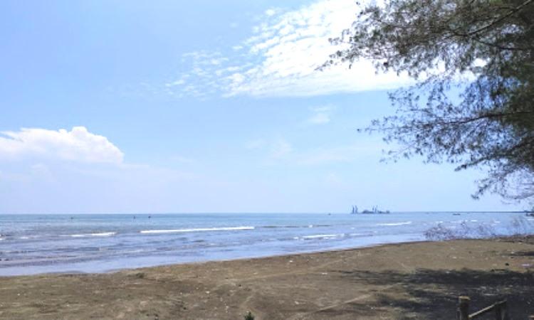 Pantai Cemoro Sewu