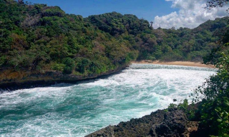 Pantai Mbehi, Malang