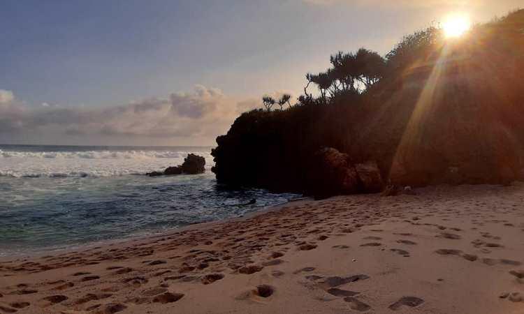 Pantai Pasetran Gondo Mayit, Blitar