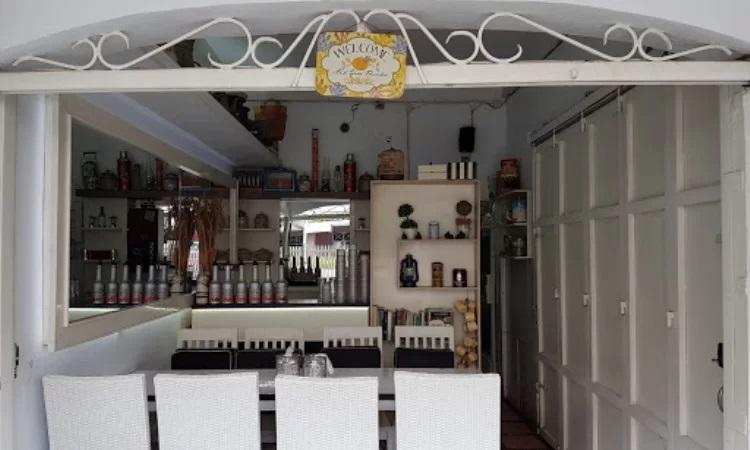 Menume Terrace White Cafe