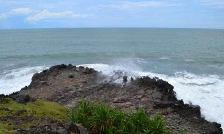 Pantai Karang Sebrotan