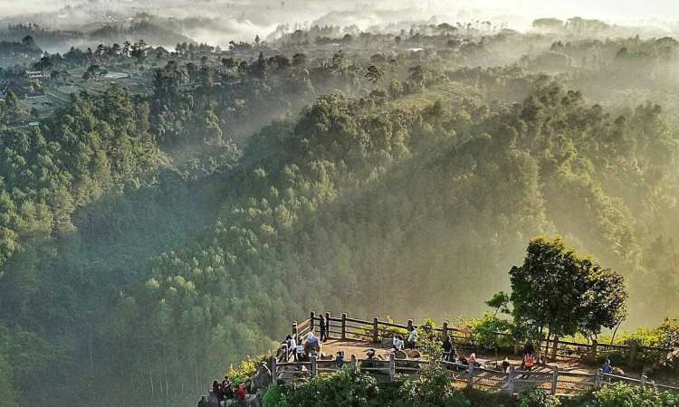 Aktivitas Menarik di Tebing Keraton Bandung 2