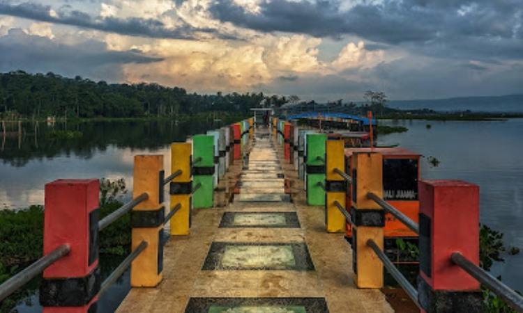Jembatan Biru Sumurup Rawa Bening
