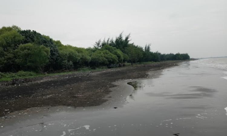 Pantai Pulau Putri Cilekong