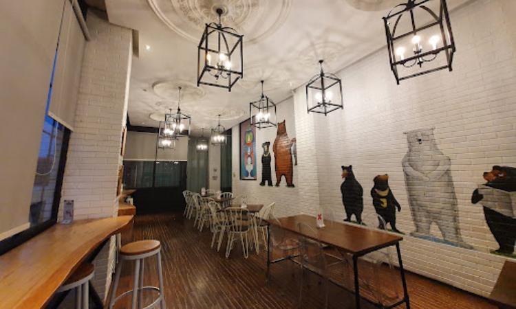 Roaster and Bear Café